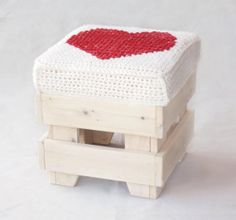 Wooden stool - reclaimed wood furniture - pillow with red heart on Etsy, 120,00 €