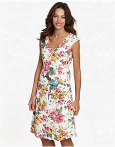 Flaunt your beauty in the paradise of Hawaii with Makai Beach Womens Hawaiian Dresses! Shop for stunning collection of Hawaiian dresses for women by price, color, rate, & choice