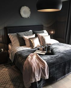 Bedroom ideas for modern to rustic schemes. Tips and tricks for creating a master bedroom decor. Dream Rooms, Dream Bedroom, Home Bedroom, Bedroom Wall, Bedroom Inspo, Bedroom Ideas, Design Bedroom, Bedroom Decor For Couples, Home Decor