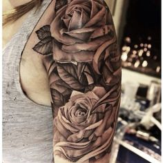 Cool roses tattoo ideas on shoulder to makes you look stunning 15
