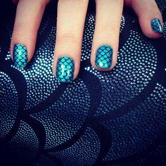style, black milk clothing, mermaid tails, hot nail, beauti nail, mermaid nail, mermaid leg, mermaid scales nails, blues