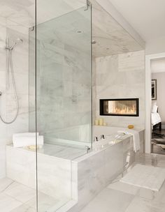 36 Cool Bathtub Design Ideas With Modern Design To Try - The modern bathtub is not just a place to get clean anymore. Nowadays, luxury bathtub designs have been providing bathrooms with amazing decor and sop. Bathroom Renos, Bathroom Layout, Modern Bathroom Design, Bathroom Interior Design, Bathroom Ideas, Modern Bathtub, Bathroom Organization, Remodel Bathroom, Bathroom Storage