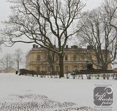 The First Snow Cover, the Great Courtyard, Sea Fortress of Suomenlinna, Helsinki. Photo Soili Mustapää.