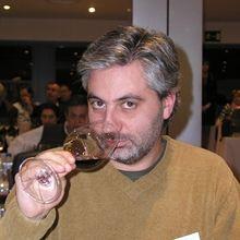 Exposiciones de arte y catas de vinos. in Madrid with Alberto Coronado - #localheroes