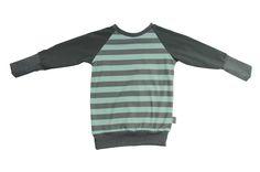 Das Langarmshirt ist gerade und schmal geschnitten. Die langen Ärmelbündchen kann man, wie bei vielen unserer Oberteile, bei Bedarf zurückschlagen ohne dass die Naht sichtbar wird – perfekt um lange Freude daran zu haben. Sweaters, Fashion, Glee, Tops, Moda, Fashion Styles, Sweater, Fashion Illustrations, Sweatshirts