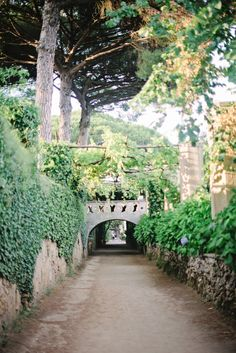 Foot Bridge in Villa Cimbrone in Ravello Italy | photography by http://rochellecheever.com/