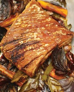 The best roast pork ever, I have cooked this a few times. It's a Jamie Oliver special it's called slow-roasted pork shoulder try it out :) Slow Cook Roast, Slow Cooked Pork, Pork Bacon, Roast Dinner, Sunday Roast, Jamie Oliver, Pork Recipes, Cooking Recipes, Cooking Tips