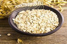 Oats are very easy to digest as they are high in dietary fiber. People with digestion problems are often advised to include oats in their diet. Healthy Drinks, Healthy Recipes, Sources Of Carbohydrates, Healthy Aging, Fat Burning Foods, Health Magazine, Diet And Nutrition, Lose Weight, Health Fitness