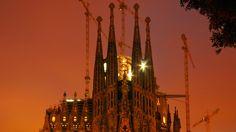 Der Schiefe Turm von Pisa oder die Sagrada Família in Barcelona – die einen konnten den lehmigen Untergrund nicht voraussehen, die anderen werkeln bereits seit 133 Jahren an ihrem Projekt. Doch nicht nur diese beiden architektonischen Werke sind für ihre Eigenheiten bekannt, auch in Deutschland gibt es zahllose Beispiele von Bau-Katastrophen.