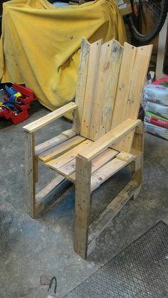 Chaise faite avec une seule palette
