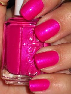 A pretty pink nail idea for your bachelorette night out - Essie - Tour De Finance