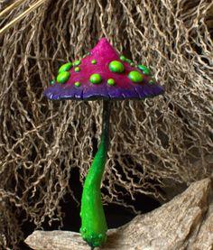 Fée verte mauve rouge fantastique jardin champignon polymère