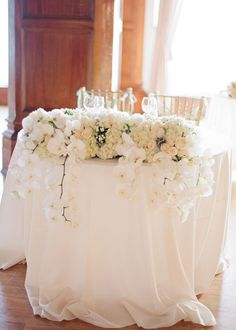 Wedding Sweetheart Table Ideas_white linen with orchids