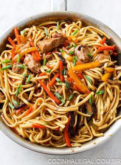 Yakissoba. | 10 receitas rápidas que vão te convencer a não pedir comida hoje