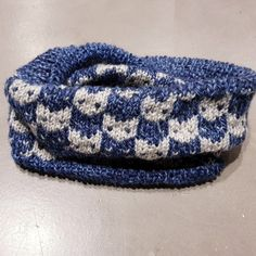 Passend zur Mütze habe ich auch noch einen #Loop gestrickt. Das Strickmuster findet ihr in meinem Blog #Strickoholics.   #strickliebe #strickwahn #strickloop #doityourself #DIY #knittersofpinterest #Wolle #Schalstricken #Strickideen #scarf  #knittedscarf #wool #knitting #Kinderschal #Kinderloop #strickenfürKinder #strickenfürKids #strickwahn #knitters #knittersofpinterest #strickenmachtsüchtig