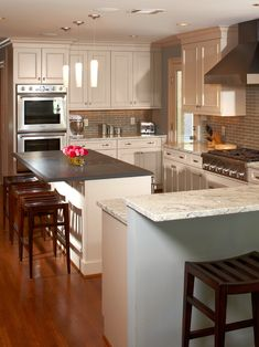 River Oaks White Kitchen by Ashley Scherch    http://www.houzz.com/projects/69198/River-Oaks-White-Kitchen-by-Ashley-Scherch#