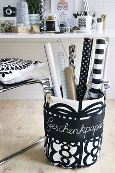 Nähen mit Tafelstoff – hier kommt mein neuer Home Office Stoffkorb bzw. Aufbewahrungssack für Geschenkpapier {mit DIY-Anleitung}