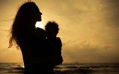 Πίσω από κάθε δυνατό άντρα κρύβεται πάντα…η μαμά του!