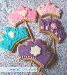 princess cookies on a stick Iced Cookies, Cute Cookies, Cupcake Cookies, Sugar Cookies, Frozen Themed Food, Bolacha Cookies, Crown Cookies, Cookie Factory, Princess Cookies