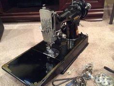1941 Singer Featherweight Sewing Machine 221 Serial Number AG007329 #vintagesewingmachines