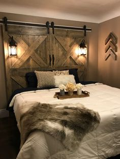 Exciting Ideas for DIY Headboard Designs - If you wanted to convert your yawn producing bedroom to an elegant sanctuary you need to change the headboard design. There are lots of easy ideas tha. - August 17 2019 at Western Bedroom Decor, Western Bedrooms, Rustic Bedroom Design, Farmhouse Bedroom Decor, Home Decor Bedroom, Rustic Bedroom Decorations, Country Style Bedrooms, Country Teen Bedroom, Western Headboard