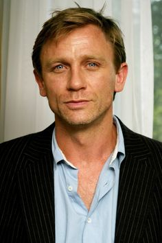 Daniel Craig. Click on it for heart-stopping life size pic....THUD!