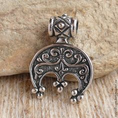 Древние Птица амулет (соул) - лунницы - Ancient Bird amulet (soul) of pre-pagan origins. Lunnitsy, Lunula or Lunitsa is a bird shaped |crescent moon shaped amulet found in ancient Slavic and Norse cultures and some others. It is and was feminine power, only worn by women. This one, with 3  pendant symbols, represent the Maiden, Mother and Grandmother symbols. Village of Glodosi, Novoukrain- ka District, Kirovograd Region Russia