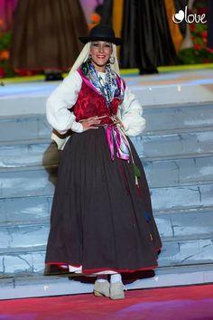 Ropa típica Islas Canarias Folk Costume, Canary Islands, Traditional Dresses, Ibiza, Sewing, Clothes, Beauty, Beautiful, Biology
