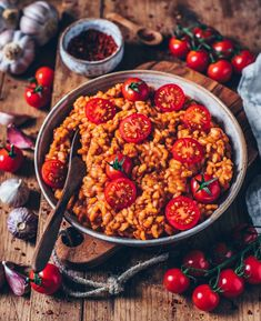 This creamy vegan tomato risotto is quick and easy to prepare and incredibly tasty! A perfect plant-based lunch or dinner. (gluten-free, vegan) More from my siteCreamy vegan tomato risotto – Bianca Zapatka Risoto Vegan, Risotto Cremeux, Pasta Recipes, Dinner Recipes, Risotto Recipes, Vegetarian Recipes, Healthy Recipes, Quick Recipes, Healthy Lunches
