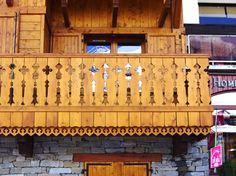 frises en sapin bois sculpte frise decorative planches de rives palines bois balcon en bois. Black Bedroom Furniture Sets. Home Design Ideas