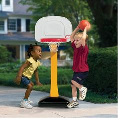 Little Tikes - Tot Sports - Jeu de basket-ball - Notre exclusivité Basketball Motivation, Basketball Goals, Sports Basketball, Little Tikes, Jouer Au Basket, Des Baskets, Nba, Game Room Furniture, Toys R Us Canada