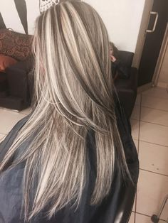 Pin by crystal Daniels on crtstals hairstyles Blonde Highlights, Hilights And Lowlights, Platinum Hair, Hair Color And Cut, Pinterest Hair, Balayage Hair, Hair Dos, Gorgeous Hair, Pretty Hairstyles