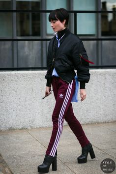 Wine Red Adidas Pants paired with a Bomber jacket and a Turtleneck Street Style 2018, Street Chic, Street Style Women, Red Adidas Pants, Ootd Instagram, Style Instagram, Fashion Pants, Look Fashion, Julia Hobbs