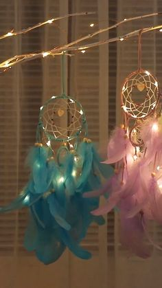 diy dream catcher Catch your dreams with this charming LED Dreamcatcher! Hang this at the head of your bed to catch your bad dreams and shield you from any nightmares. Diy Home Crafts, Crafts For Kids, Room Crafts, Diy Unicorn, Dream Catcher Decor, Dream Catcher Mobile, Large Dream Catcher, Diy Dream Catcher For Kids, Dream Catcher Quotes