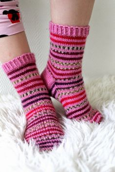 Taimitarha Knitting Socks, Baby Knitting, Sock Toys, Knit Or Crochet, Handicraft, Mittens, Lana, Knitting Patterns, Winter Fashion