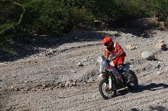 """Felipe Ríos culminó con éxito su cuarta participación en la competencia de automovilismo más difícil del mundo: el Dakar. A bordo de su moto KTM, fue nuevamente el mejor peruano en su categoría, en esta oportunidad ocupando un lugar dentro de los mejores 40 del mundo. """"Muy contento de terminar por fin, ha sido durísimo..."""