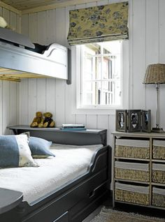Soverom på hytta hans i Hemsedal - Lilly is Love Bed Nook, Built In Bed, Pretty Bedroom, Compact Living, Cabin Interiors, Modern Kitchen Design, Beautiful Bedrooms, Bedroom Decor, Inspiration