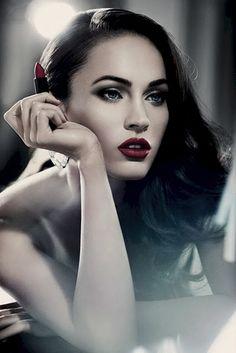 Megan fox dark one-tone hair + red classic lip + smokey eye