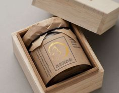 essig packaging Trendy Geschenkbox Verpackung rustikal Gifts for the Gardener Is ther Honey Packaging, Cool Packaging, Gift Box Packaging, Food Packaging Design, Bottle Packaging, Packaging Design Inspiration, Brand Packaging, Packaging Ideas, Jar Design