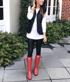 Wowza, this post took some time! It's been a HUGE request though so I'm so happy to have this done! Today I'm sharing 40 ways to style leggings. Yep, that's… Shoes For Leggings, Black Leggings Outfit, How To Wear Leggings, Sweaters And Leggings, Leggings Fashion, Tribal Leggings, Cheap Leggings, Winter Leggings, Legging Outfits