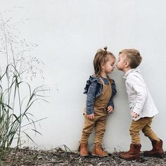 719 Likes, 33 Kommentare - Frau Fashion Kids, Baby Girl Fashion, Fashion Shoes, Couple Fotos, Cute Kids, Cute Babies, Outfits Niños, Fall Baby Outfits, Child Teaching