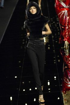 Emanuel Ungaro Fall 2007 Ready-to-Wear Collection Photos - Vogue