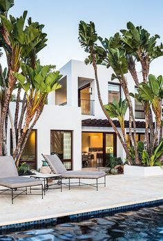 Booth Beach Residence by Neumann Mendro Andrulaitis / Los Angeles, California, United States. What beautiful modern architecture! Modern Spanish Decor, Modern Decor, Modern Art, Design Exterior, Exterior Homes, Spanish Style Homes, Spanish Revival, Mediterranean Decor, Mediterranean House Exterior