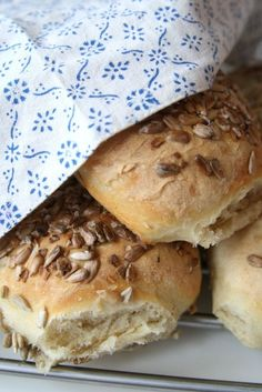 These sound yummy! Savoury Baking, Bread Baking, Our Daily Bread, Swedish Recipes, Bread Cake, Easy Bread, No Bake Desserts, I Love Food, Bread Recipes