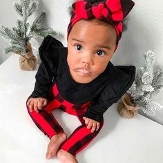 This super sweet set of red and black buffalo plaid leggings and headbands is great for babies and toddlers! It is stylish for your baby and makes a great gift that anyone can be proud to give to a lucky mom and baby. #christmasbaby #babygift #preemieclothes #cutebabyclothes #babyshowergift Girls Christmas Outfits, Baby Girl Christmas, Holiday Outfits, Baby Girl Leggings, Red Leggings, Colorful Leggings, Knot Headband, Headbands, Newborn Coming Home Outfit