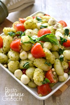 Pesto Caprese Gnocchi - just 6 ingredients to the perfect summer dish!