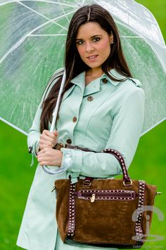 Crimenes de la Moda - rainy look - mint green - verde menta - trench - gabardina - transparent umbrella - paraguas transparente - bolso Pedro Miralles bag - boots - botas - autumn look - otoño