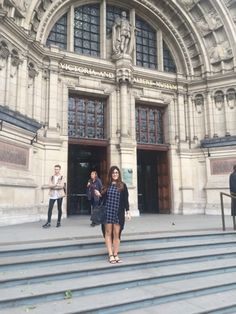 Victoria and Albert Museum - topshop dress, Zara bag