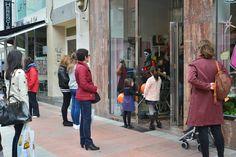 El público esperando la salida de la Catrina de Gisela Bakery & Cakery