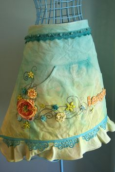 This is really pretty, but I cannot see me wiping my grease and ketchup-covered hands across this apron.